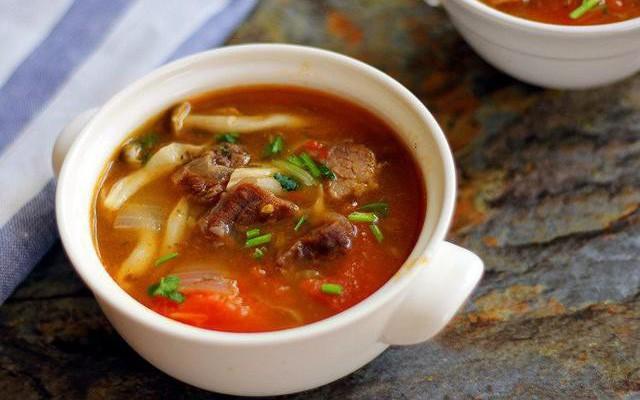 Canh nấm thịt bò cung cấp đầy đủ dưỡng chất cần thiết cho giai đoạn mang thai